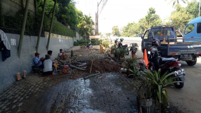 """Perbaikan Kebocoran Pipa 6"""" di Jl. Jend. Sudirman, Gedanganak"""