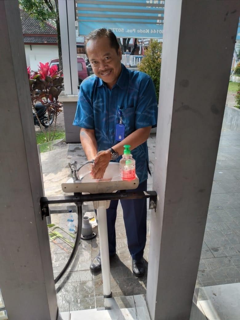 Pemasangan Wastafel di Kantor Cabang Tengaran/Salatiga