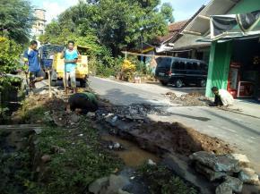 """Perbaikan pipa crossing 1/2"""" di Susukan Krajan"""